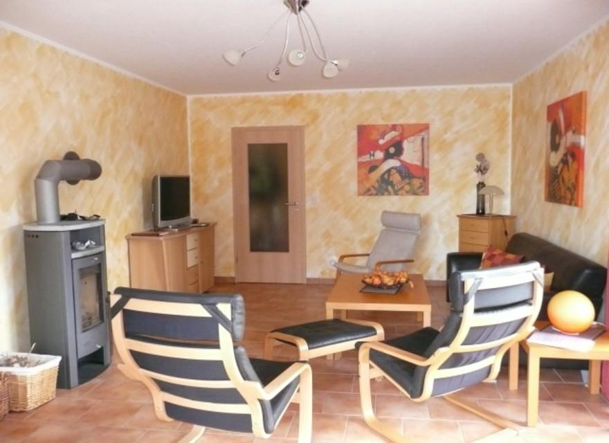 bildergalerie freistehendes ferienhaus casa mediteran wohnzimmer mit kaminofen. Black Bedroom Furniture Sets. Home Design Ideas